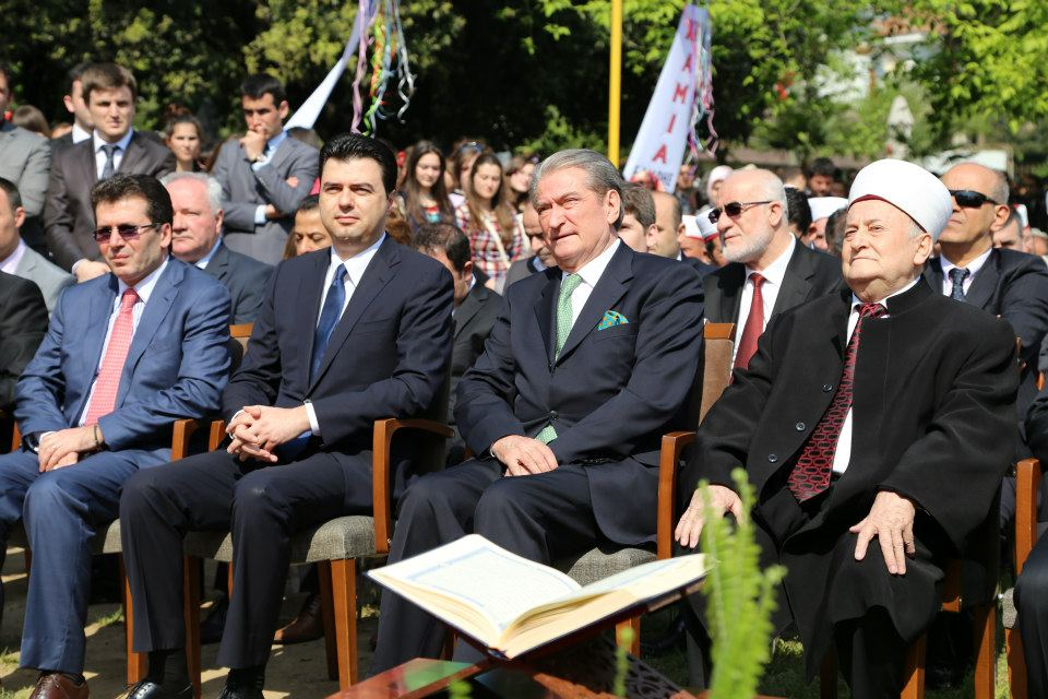Zhvillohet ceremonia e fillimit të punimeve të Xhamisë së Madhe të Tiranës