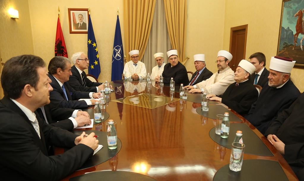 Krerët myslimanë të Ballkanit takojnë Kryeministrin Berisha
