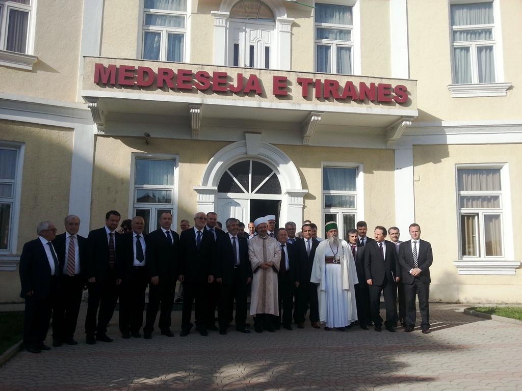 Krerët myslimanë të Ballkanit vizitojnë medresenë e Tiranës