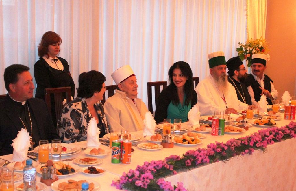 Kryeparlamentarja Topalli, iftar me Komunitetin Mysliman