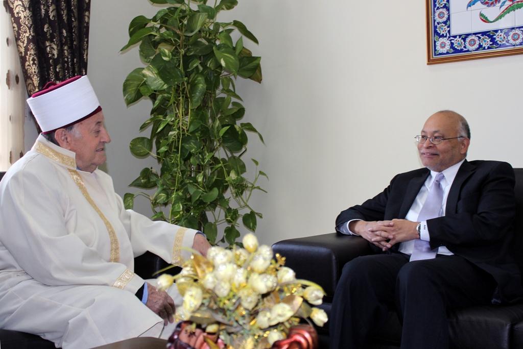 Aleksandër Arvizu, vizitë ndarjeje në Komunitetin Mysliman