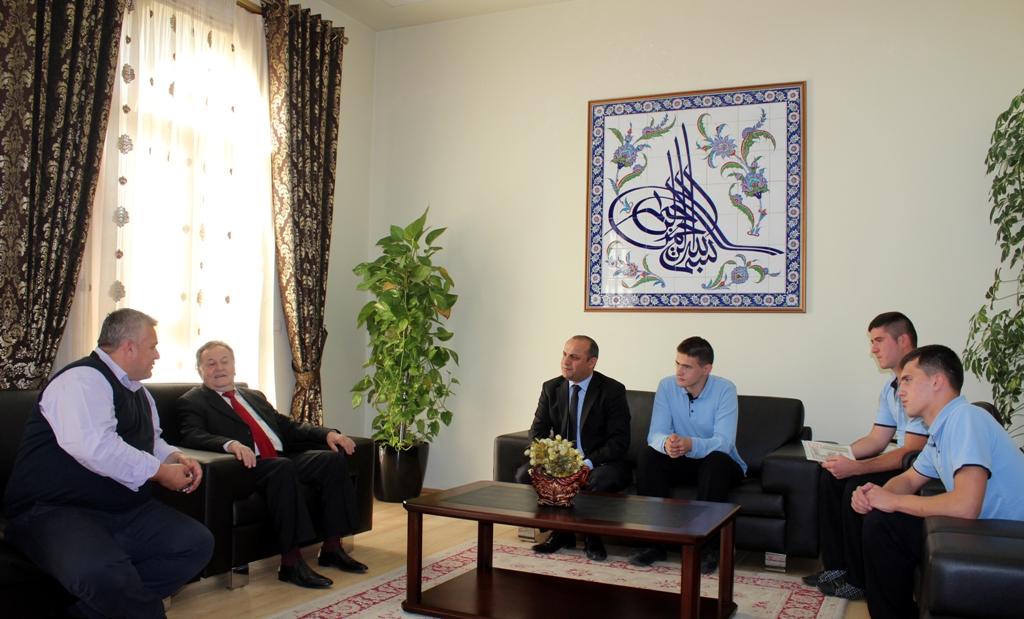 Fituesit e konkursit mbi revistën Drita Islame, vizitë në KMSH