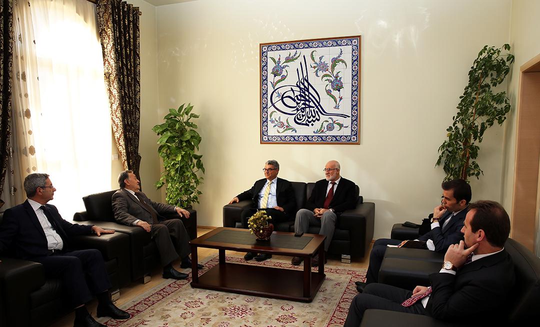 Ambasadori i ri turk viziton Komunitetin Mysliman