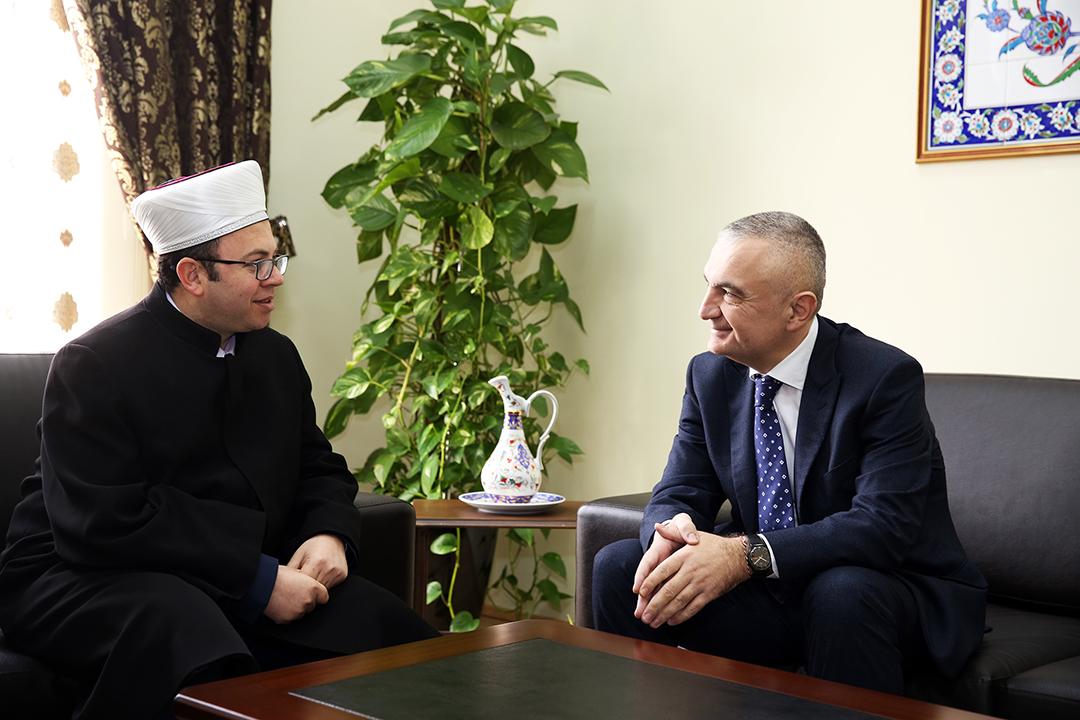 Kryetari Bruçaj pret në një takim Kreun e Parlamentit Ilir Meta