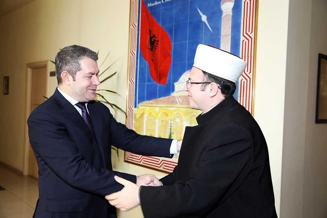 Kryetari Brucaj pret në një takim Shpëtim Idrizin