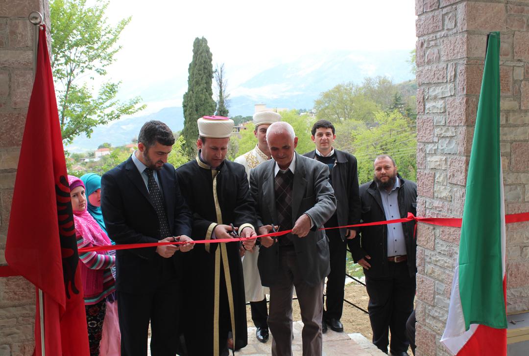 Hap dyert xhamia e re e Libohovës