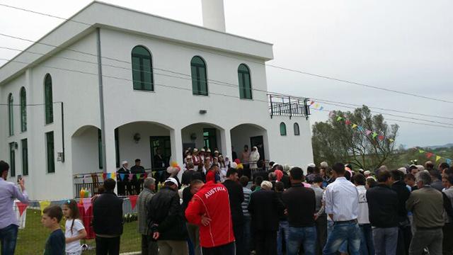 Inaugurohet Xhamia e re në Helmës të Kavajës