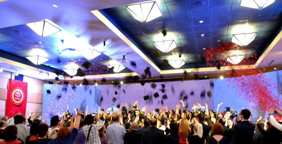 Diplomohet brezi i parë i studentëve në Universitetin Bedër