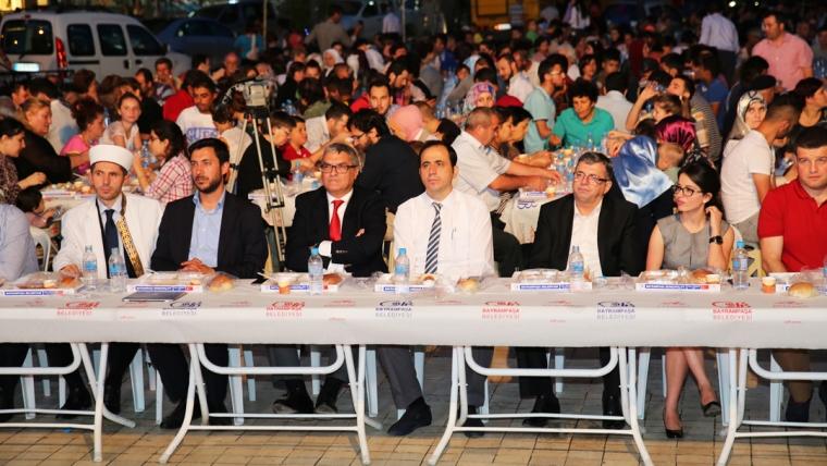 Iftar madhështor në Tiranë