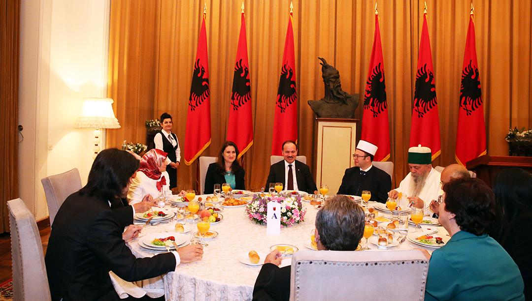 Presidenti Nishani shtron Iftar me rastin e Muajit të Bekuar të Ramazanit