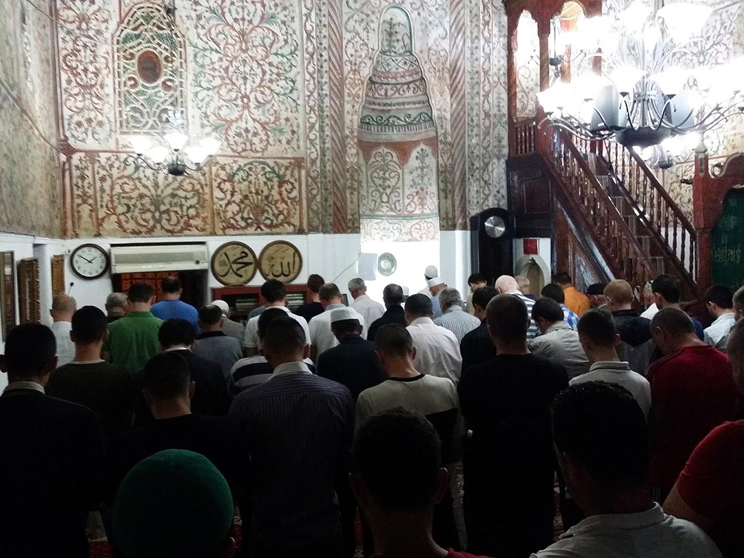 Namazet e natës tejmbushin xhamitë e vendit