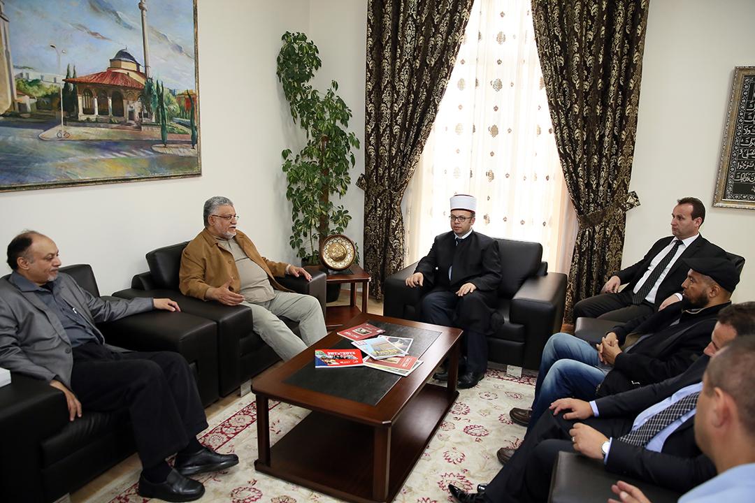 Kryetari i KMSH-së pret një delegacion të IIRO-s