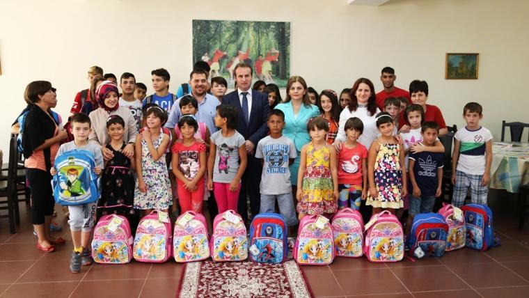 """KMSH dhuron çanta dhe mjete shkollore për fëmijët e """"Zyber Hallullit"""""""