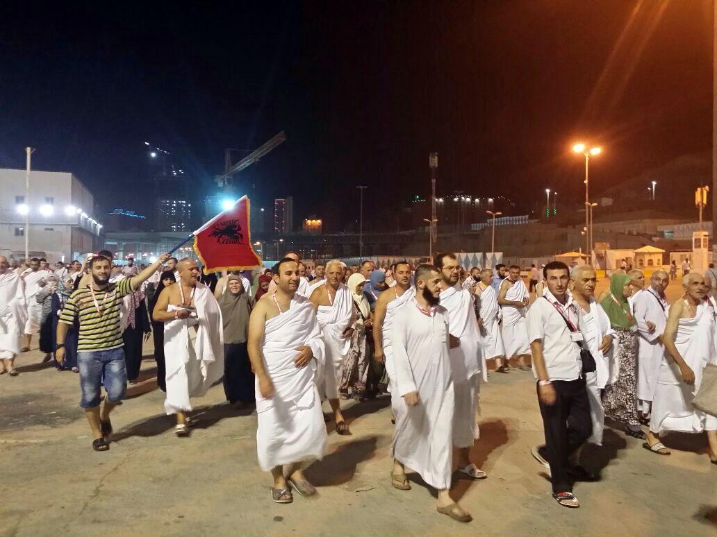 Haxhinjtë shqiptarë kryejnë Umren, në pritje të Haxhit