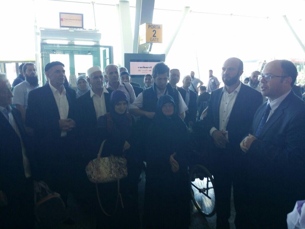 330 besimtarë nisen për në Haxh