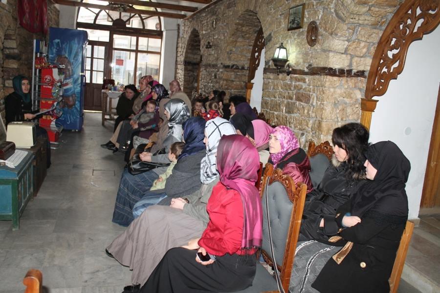Përfaqësuese të Zyrës së Gruas takim me gratë e Myftinisë së Gjirokastrës.