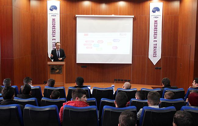 Zhvillohet seminari mbi promovimin e vlerave të demokracisë mes të rinjve