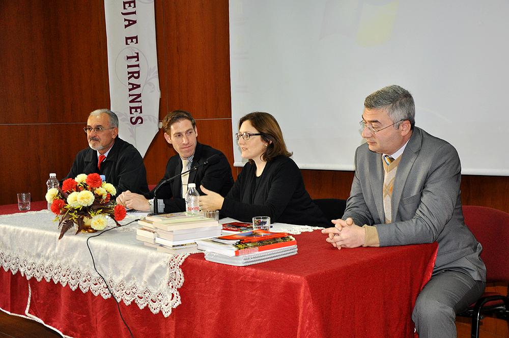 Përfaqësues të ambasadës së SHBA-së vizitë në Medresenë e Tiranës
