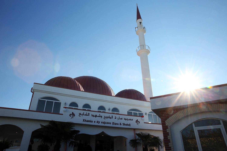 """Inaugurohet """"Xhamia e dy vajzave"""" në Shkodër"""