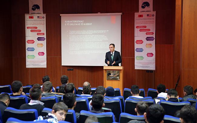 Zhvillohet seminari mbi të drejtat e njeriut me të rinjtë e zonës Babrru dhe Paskuqan