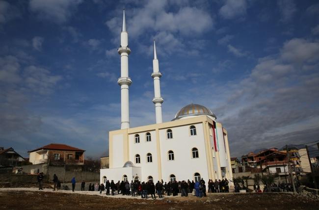 Hap dyert xhamia e re në Selitë të Vogël