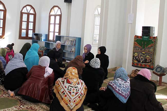 Përfaqësuese të Zyrës së Gruas takim me besimtaret e Kuçovës