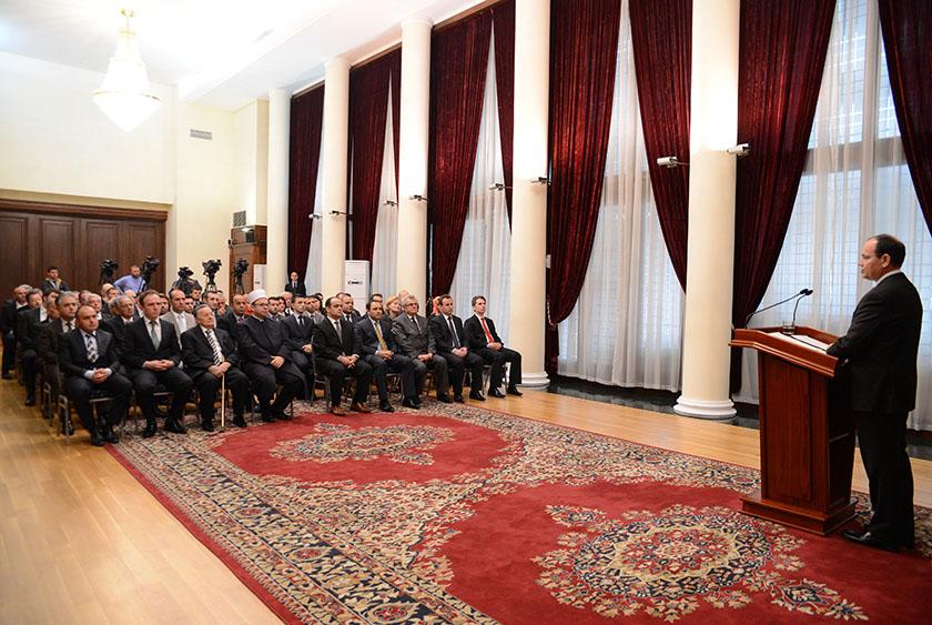 Presidenti Nishani dekoron Medresenë e Tiranës