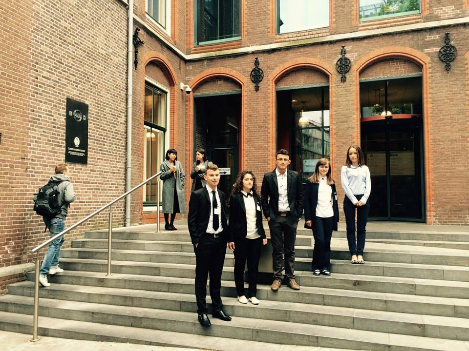 Studentët e Universitetit Bedër përfaqësojnë Shqipërinë në Hagë