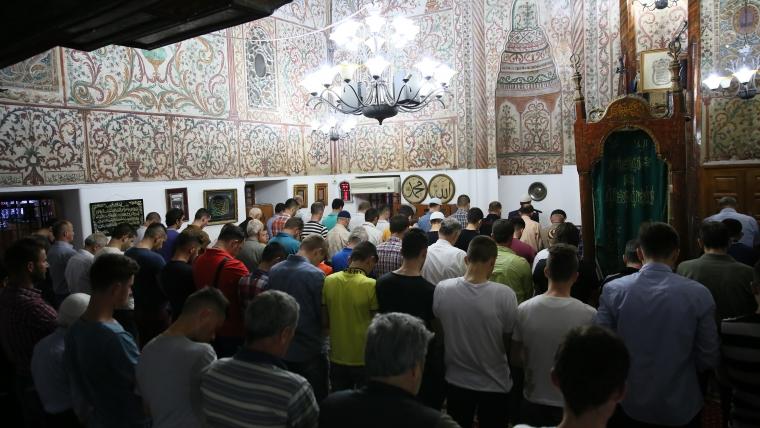 Përkujtohet me lutje Nata e Miraxhit në Tiranë