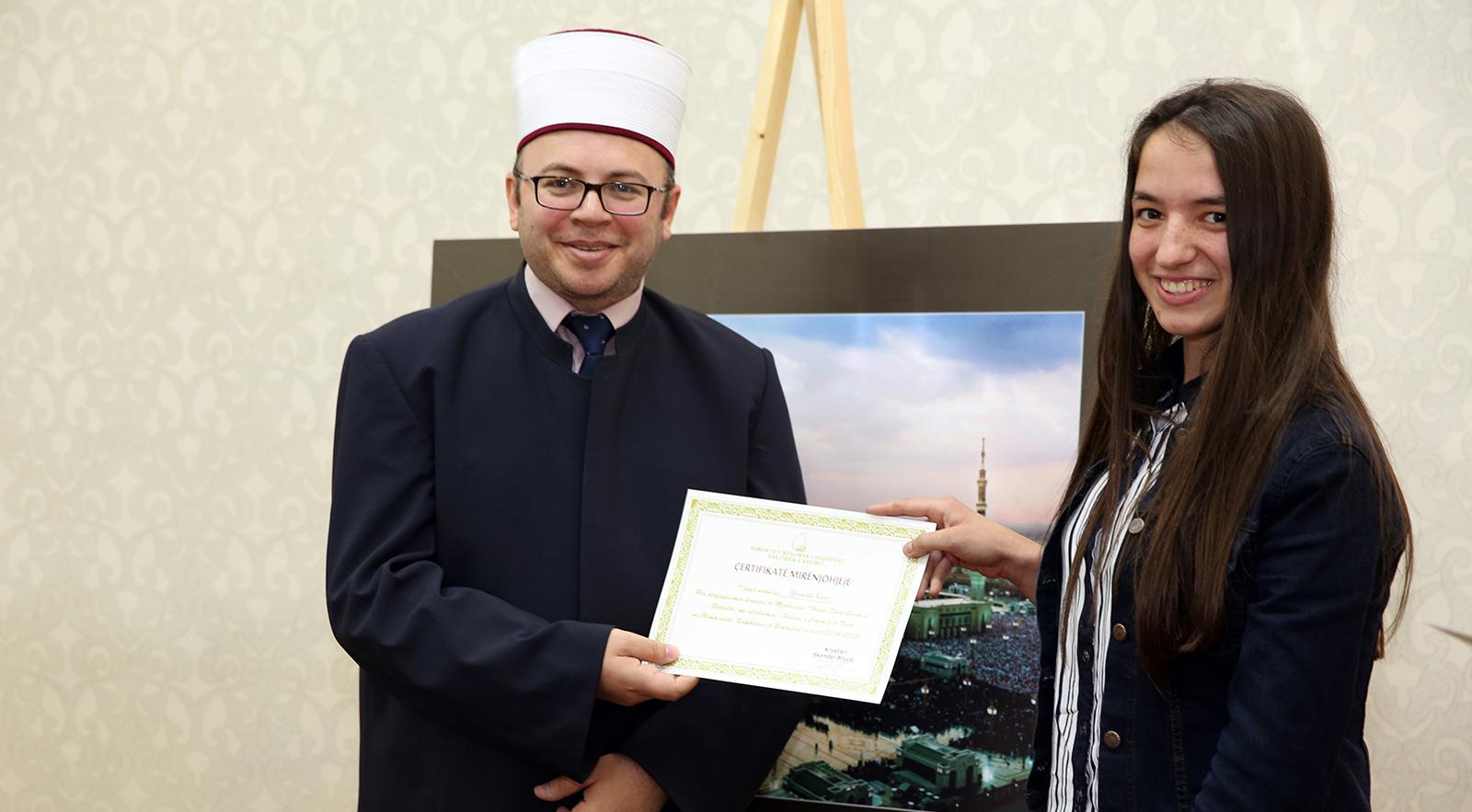 Kryetari Bruçaj vlerëson me Certifikata Mirënjohje nxënësit e medreseve