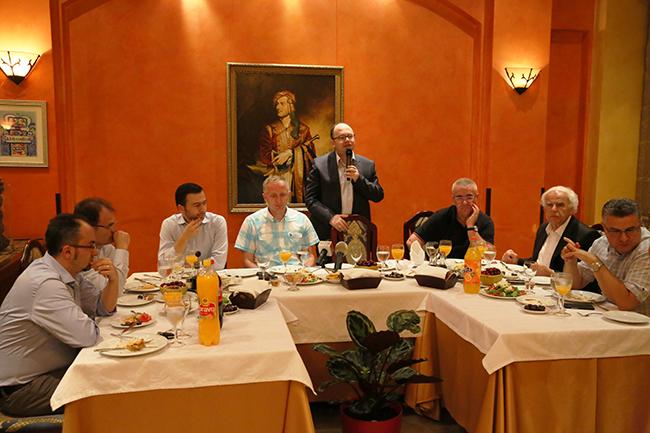 Komuniteti Mysliman mbledh gazetarët në tryezën e iftarit