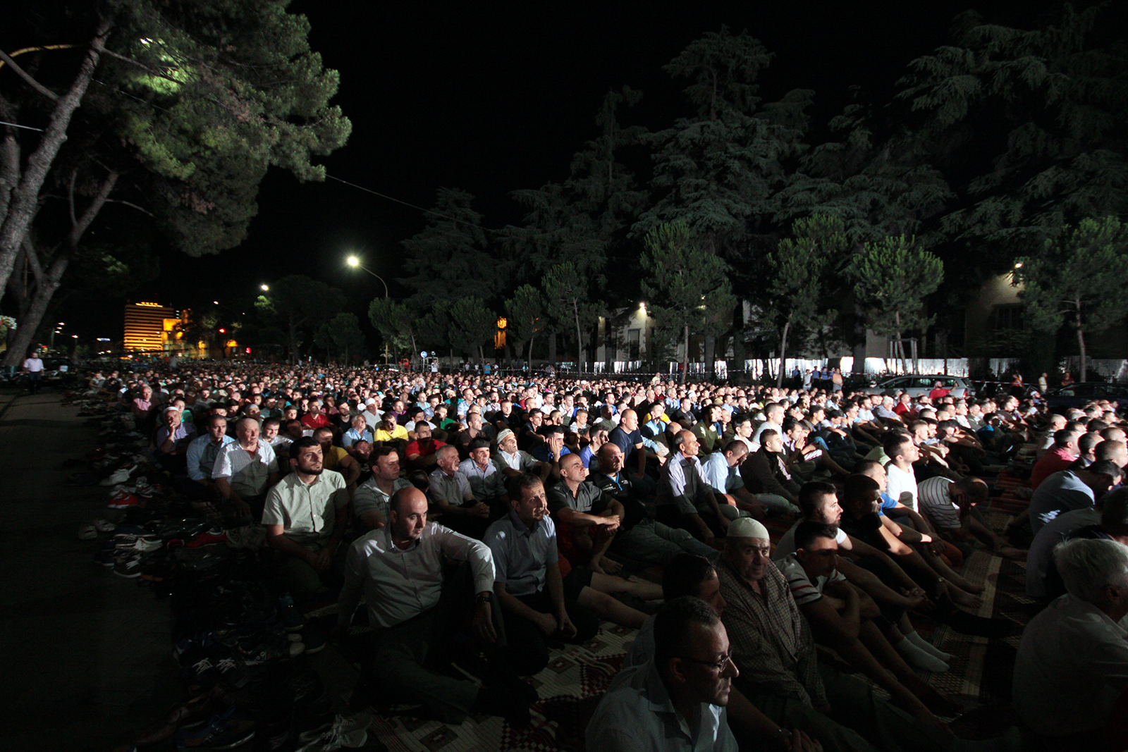 Nata e Kadrit, mijëra myslimanë e presin në shesh