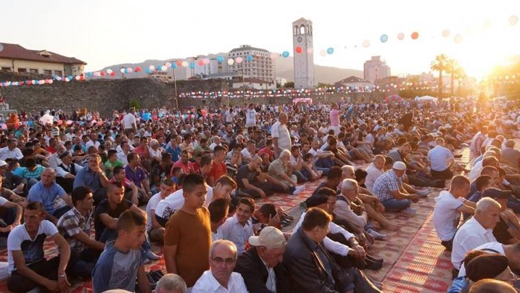 Atmosfera festive e Fitër Bajramit nëpër qytete