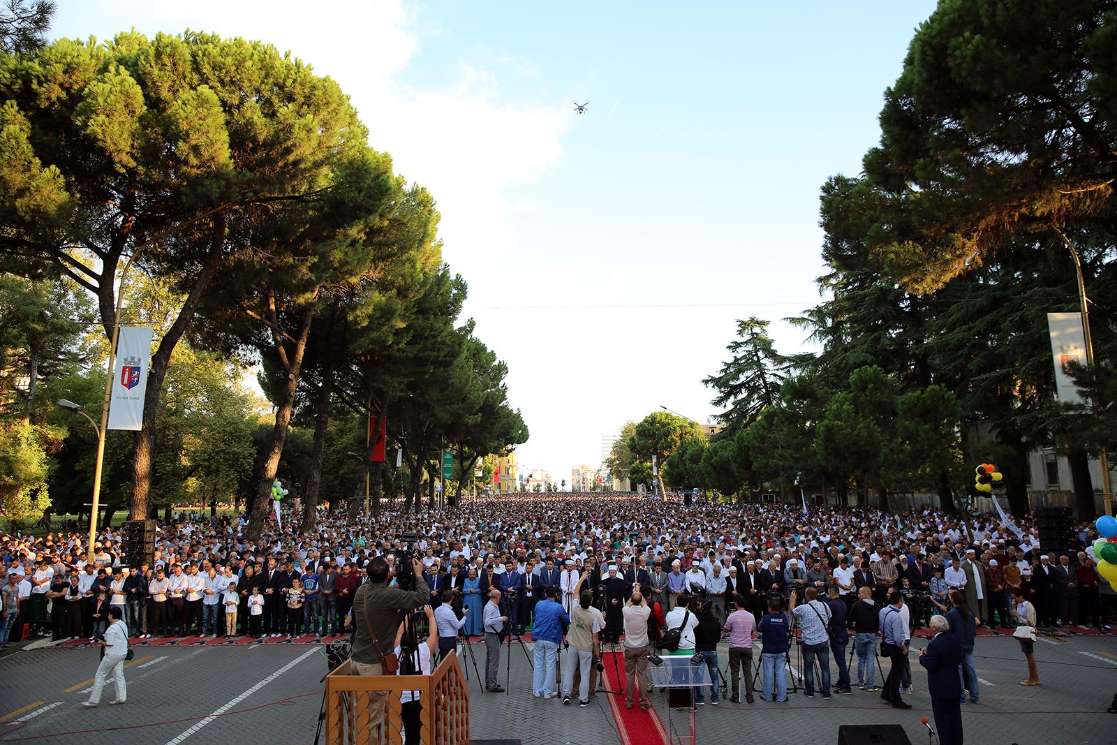 Myslimanët shqiptarë festojnë Kurban Bajramin
