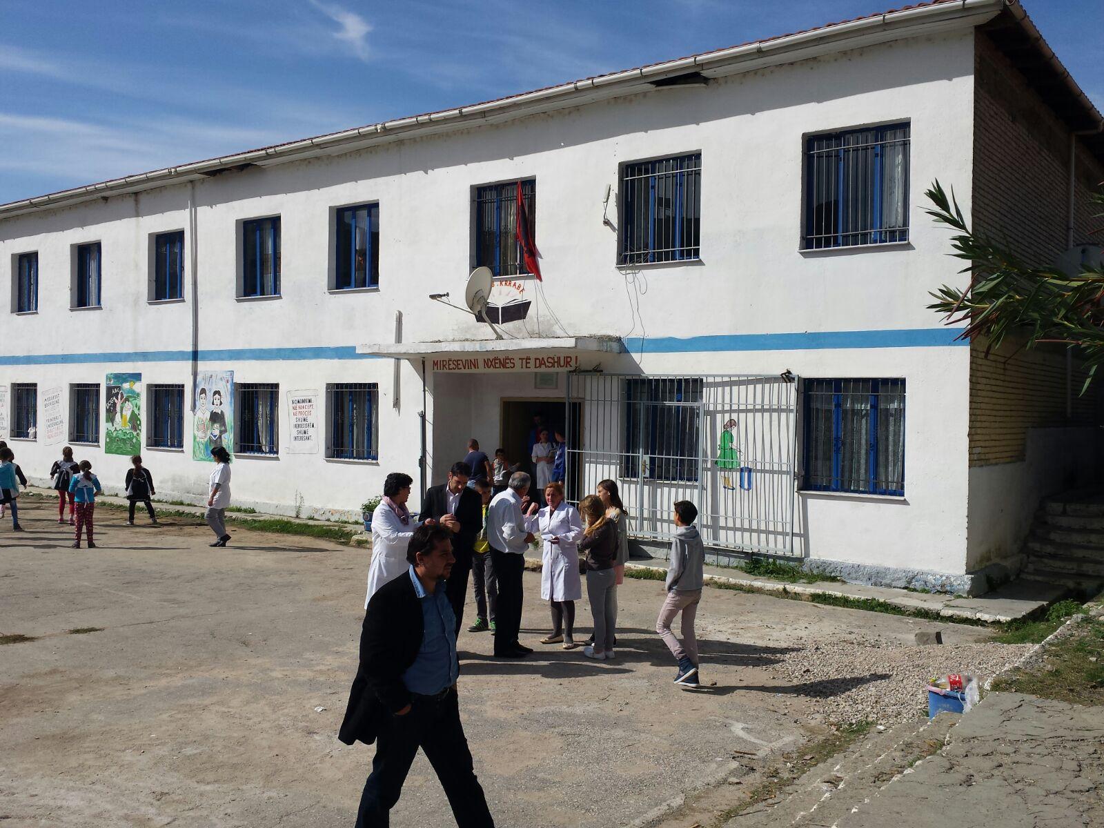 KMSH ndihmon familjet në nevojë dhe nxënësit e shkollave në Kërrabë