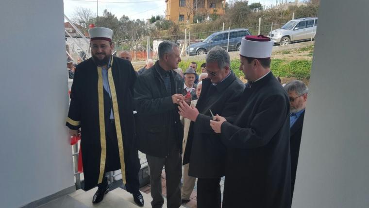 Inaugurohet xhamia e re në Kryeluz të Kavajës