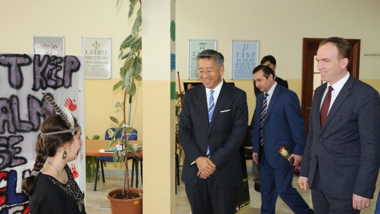 Ambasadori amerikan dhe ai britanik vizitojnë Medresenë e Tiranës
