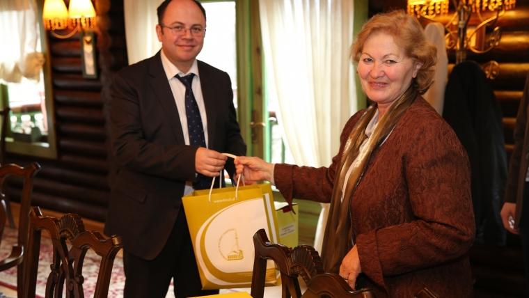 Kryetari Bruçaj vlerëson rolin e mësuesit