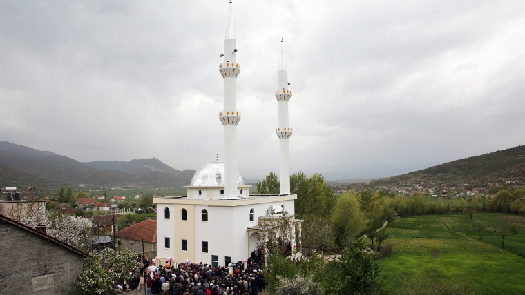 Inaugurohet xhamia e re me dy minare në Rrajcë, Prrenjas
