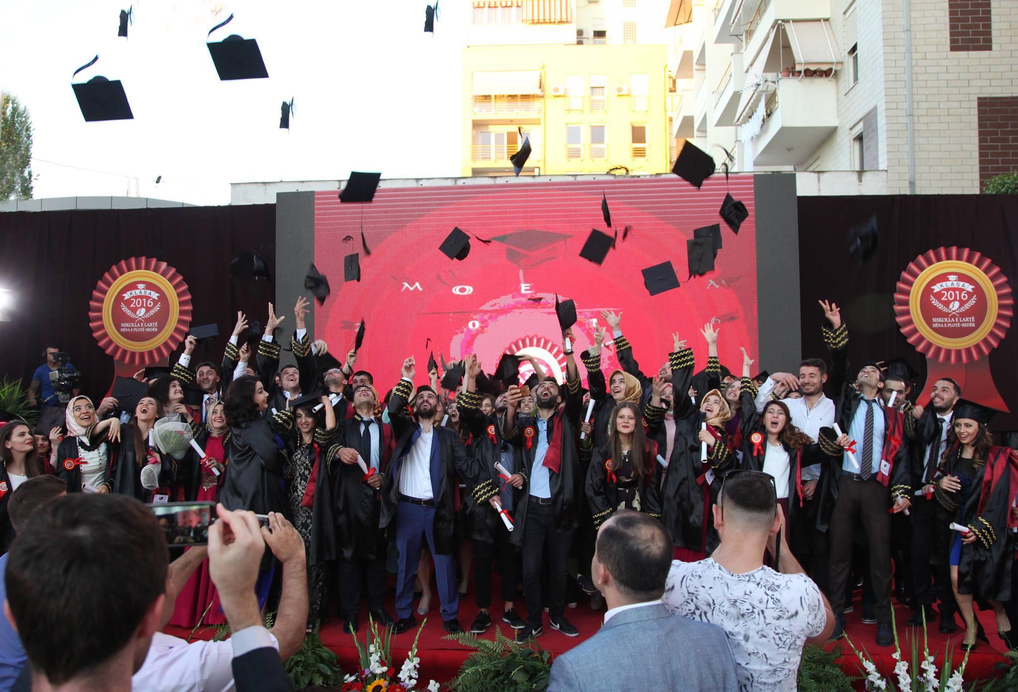 Universiteti Bedër diplomon brezin e tretë të studentëve