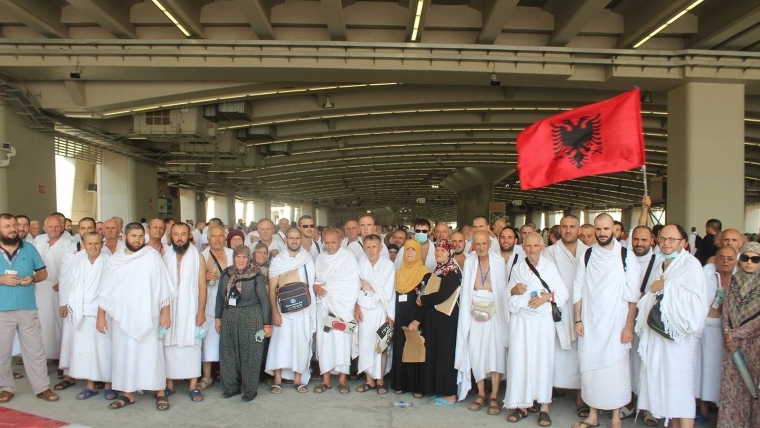 Nesër, rreth 370 besimtarë shqiptar nisen për në Haxh