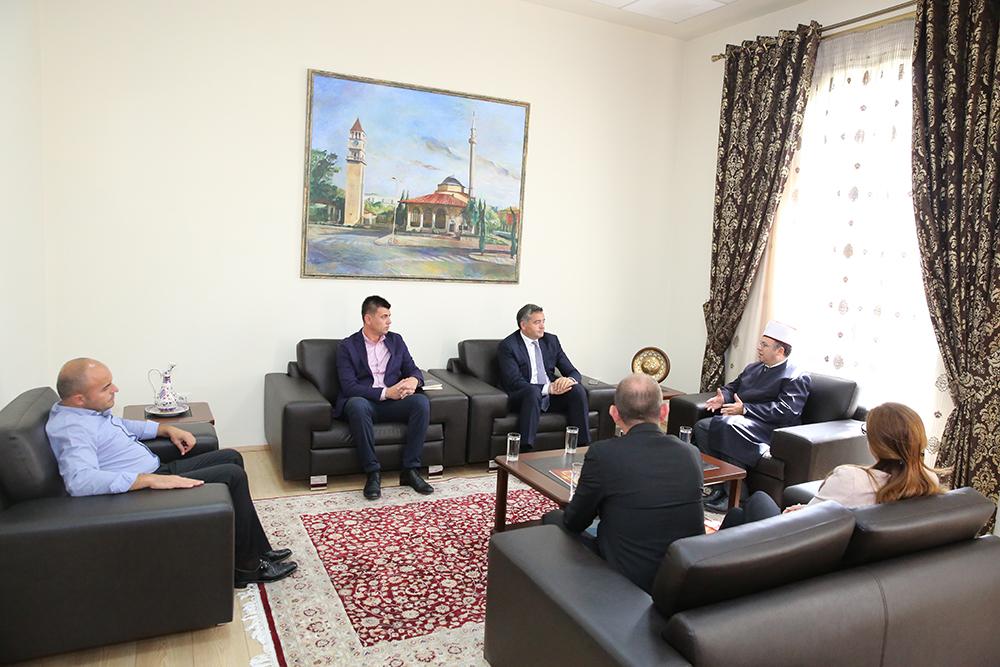 Kryetari Bruçaj pret ministrin Klosi dhe kryetaren e re të kulteve