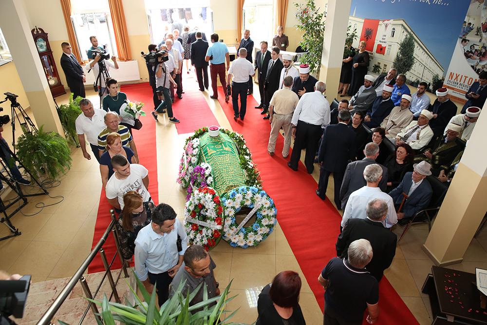 Homazhe për H. Selim Muçën, besimtarë myslimanë dhe personalitete nderojnë ish-kreun e KMSH-së