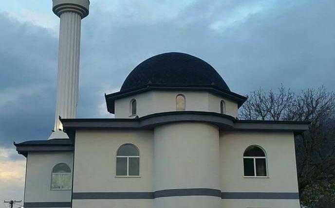 Inaugurohet xhamia e fshatit Mançurisht