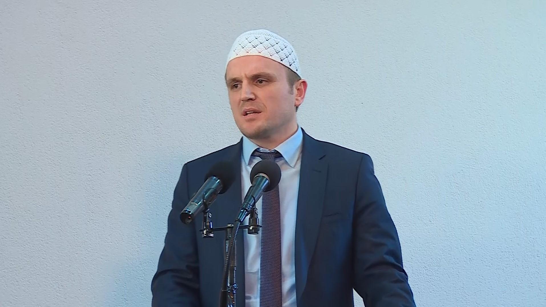 Problemet e shoqërisë myslimane – Hytbe nga Gazmend Aga