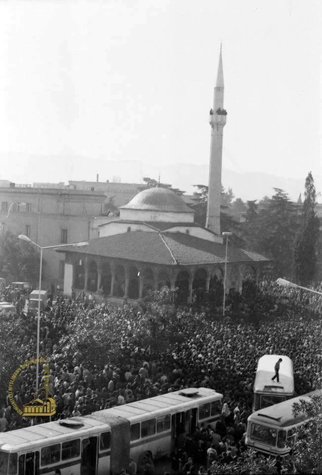 26 vjet nga rihapja e xhamisë së Et'hem Beut