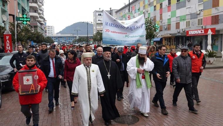 Komunitetet fetare mbajnë marshimin e paqes në Elbasan