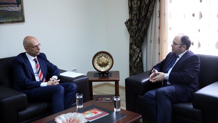 Kryetari i KMSH-së priti në një takim Ambasadorin italian në Shqipëri