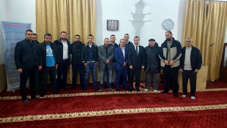 Bisedë fetare me besimtarë në Lushnjë