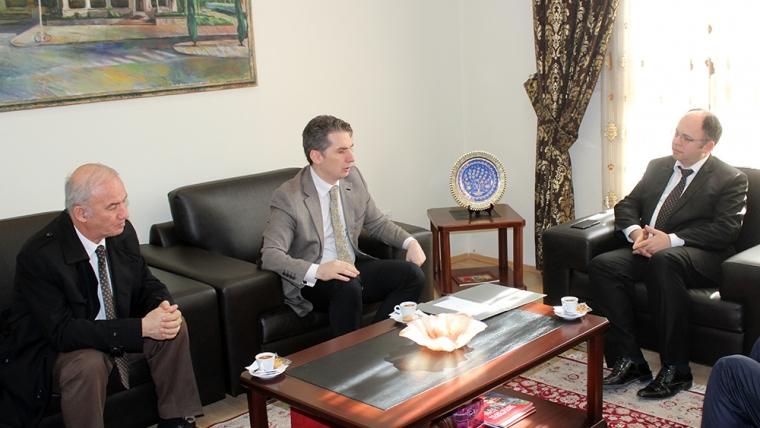 Kryetari i KMSH-së zhvillon takim pune me stafin e Universitetit Bedër